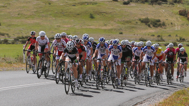 The women's peloton at the 2013 National Road Series Tour of the Goldfields (Mark Gunter)