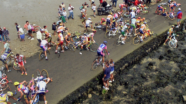 The peloton crossing the Passage du Gois during the second stage of the 1999 Tour de France (AAP)
