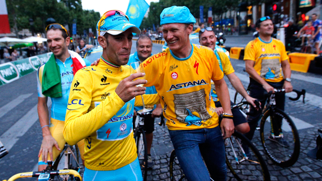 Alexandr Vinokurov and 2014 Tour de France winner Vincenzo Nibali on the Champs-Elysees (AAP)