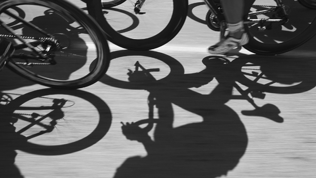 Cyclists shadowed (Getty Images)