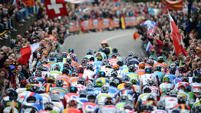 The peloton rides during the men's elite event at the 2012 UCI Road World Championships (Getty)