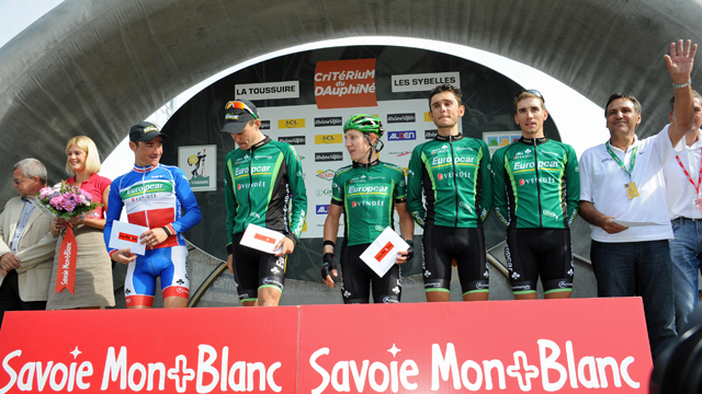 Jean-Rene Bernaudeau (R) and his threadbare Europcar team (Sirotti)