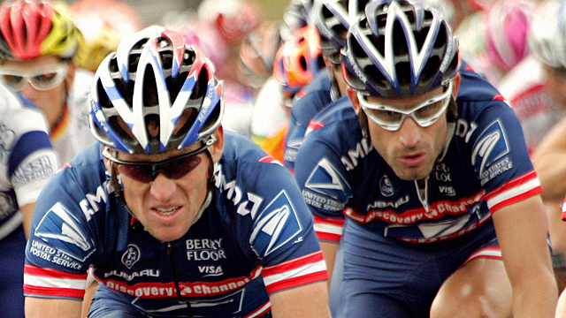 Lance Armstrong (L) and George Hincapie (R) in their USPS heyday at the 2004 Tour de Frrance (Getty)