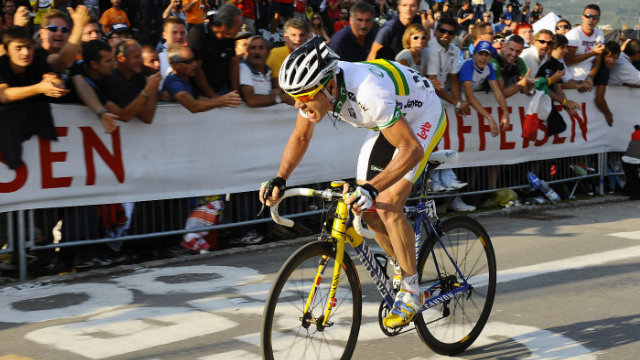 Cadel Evans on the way to winning UCI Road World Championships in 2009 (Getty Images)