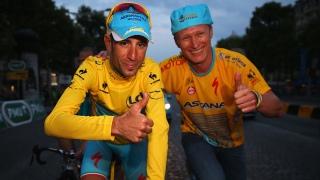 Vincenzo Nibali (L) and Alexandre Vinokourov (R) will continue together in the 2015 WorldTour.