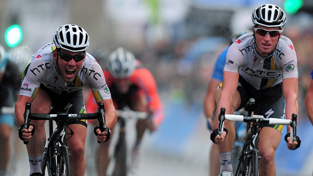 Mark Cavendish (L) and Mark Renshaw (R) finish off the final stage sprint at the Tour of Britain (Getty)