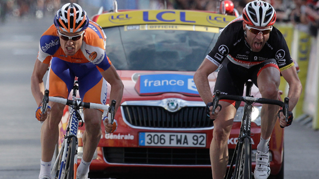 Veteran rider Jens Voigt (L) fight for the stage win with Luis Leon Sanchez (R) on the 5th stage of the Paris-Nice (AAP)