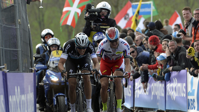 Niki Terpstra (L) and Alexander Kristoff  (R) making the decisive move on the Paterberg (Sirotti)