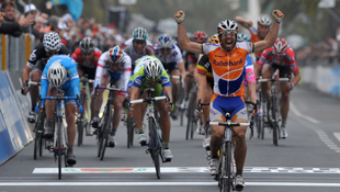 Rabobank's Oscar Freire winning the 2010 edition of the Milan SanRemo (Getty)