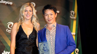 Anthony Tan (R) at the Jayco 2010 Australian Cyclist of the Year awards (Photo: John Veage)