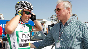 Mark Cavendish (L) with UCI President Pat McQuaid at the Tour of Oman (AAP)