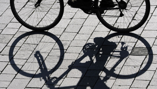 Shadows of a commuter cyclist (Getty)