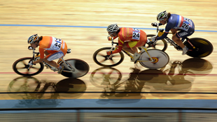 Dutch rider Marianne Vos leads the field during the women's omnium 20 km points race (AAP)