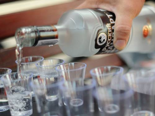 There are annually over 1,000 incidents on Russian flights due to overconsumption of alcohol. (Getty)