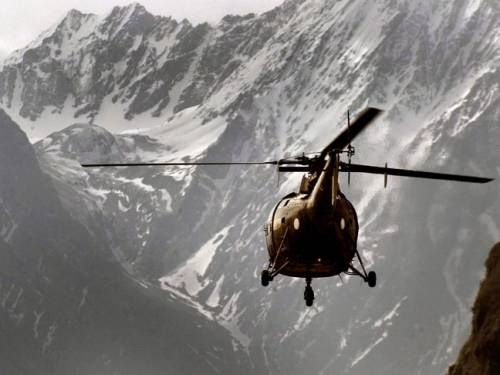A Pakistani Army helicopter flying in the outskirts of Skardu, near the Siachen Glacier. (AAP)