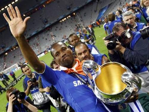 Chelsea's Didier Drogba celebrates with the trophy after their Champions League final soccer match against Bayern Munich at the Allianz Arena in Munich May 19, 2012. REUTERS/Kai Pfaffenbach