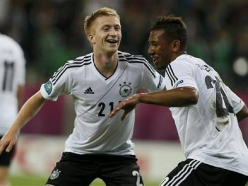 Germany's Marco Reus (R) celebrates with Jerome Boateng after he scored the fourth goal against Greece during their Euro 2012 quarter-final soccer match at the PGE Arena in Gdansk, June 22, 2012. REUTERS/Pascal Lauener