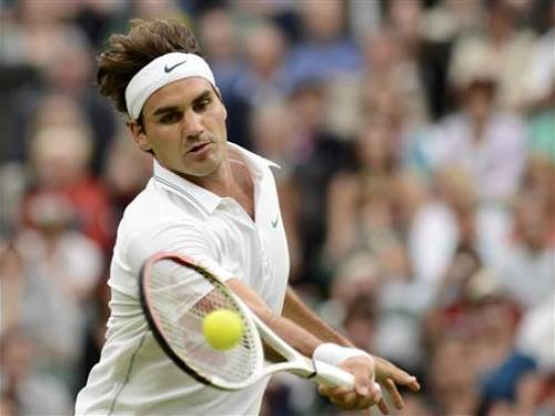 Roger Federer of Switzerland hits a return to Julien Benneteau of France during their men's singles tennis match at the Wimbledon tennis championships in London June 29, 2012. REUTERS/Dylan Martinez