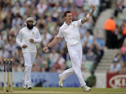 South Africa's Dale Steyn (R) and Hashim Amla celebrate after the dismissal of England's Ravi Bopara during the first test cricket match at the Oval cricket ground in London July 20, 2012. REUTERS/Philip Brown