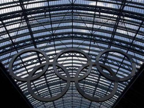 Olympic rings hang from the glass roof of St Pancras International Station in London, July 22, 2012. REUTERS/Neil Hall