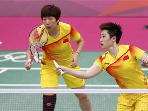 China's Wang Xiaoli and Yu Yang play against South Korea's Jung Kyung-eun and Kim Ha-na during their women's doubles group play stage Group A badminton match during the London 2012 Olympic Games at the Wembley Arena July 31, 2012. REUTERS/Bazuki Muhammad