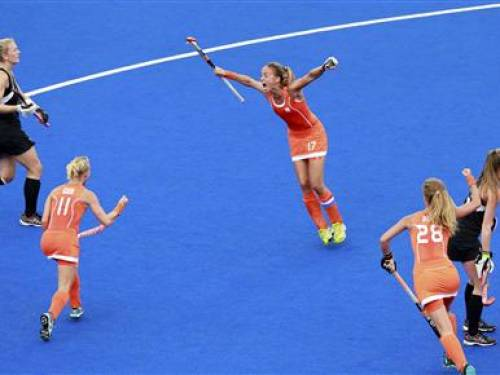 New Zealand's players react as Netherlands' Maartje Paumen (C) with team mates Maartje Goderie (2nd L) and Merel de Blaeij (2nd R) celebrates her scoring a goal during their women's semifinal hockey match at the Riverbank Arena at the London 2012 Olympic Games August 8, 2012. REUTERS/Adrees Latif