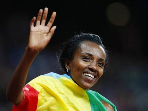 Ethiopia's Tirunesh Dibaba, with her national flag, waves as she celebrates winning the women's 10,000m final at the London 2012 Olympic Games at the Olympic Stadium August 3, 2012. REUTERS/Mark Blinch