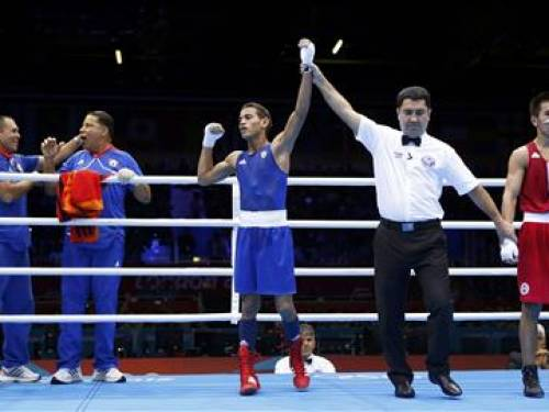 Cuba's Robeisy Ramirez Carrazana is declared the winner over Mongolia's Tugstsogt Nyambayar (R) after their Men's Fly (52kg) gold medal boxing match at the London Olympics August 12, 2012. REUTERS/Murad Sezer