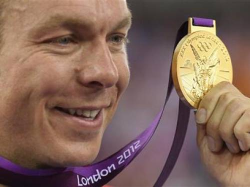 Britain's Chris Hoy stands on the podium with his gold medal during the victory ceremony for the track cycling men's keirin event at the Velodrome during the London 2012 Olympic Games August 7, 2012. REUTERS/Stefano Rellandini