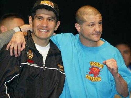 Featherweight boxers Marco Antonio Barrera (L) of Iztacalo, Mexico and Johnny Tapia of Albuquerque, New Mexico pose before an official weigh-in at the MGM Grand Hotel and Casino in Las Vegas, Nevada November 1, 2002. REUTERS/Steve Marcus