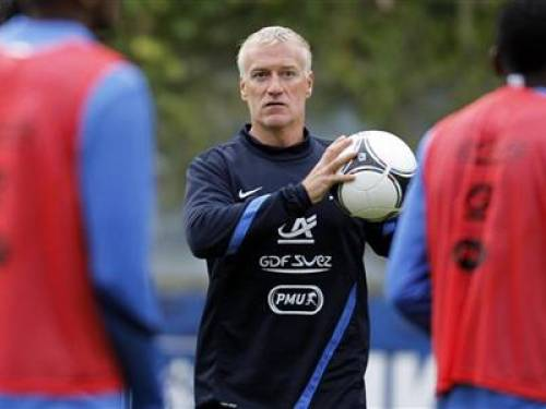 France's national football team coach Didier Deschamps conducts a training session at Clairefontaine, near Paris, September 5, 2012. REUTERS/Charles Platiau