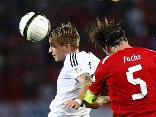 Germany's Marco Reus heads the ball attacked by Austria's Christian Fuchs (R) during their 2014 World Cup qualifying match in Vienna, September 11, 2012. REUTERS/Dominic Ebenbichler