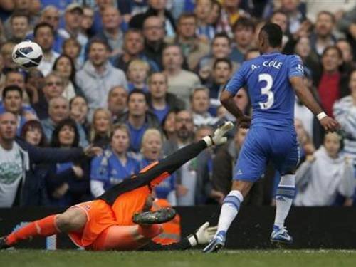 Chelsea's Ashley Cole (R) chips the ball over Stoke City goalkeeper Asmir Begovic to score his goal during their English Premier league soccer match at Stamford Bridge in London September 22, 2012. REUTERS/Eddie Keogh