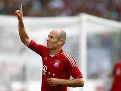 Arjen Robben of Bayern Munich celebrates his goal against Spvgg Greuther Fuerth during their German first division Bundesliga soccer match in Fuerth August 25, 2012. REUTERS/Kai Pfaffenbach