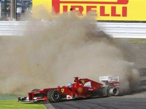 Ferrari Formula One driver Fernando Alonso of Spain loses control of his car in the first corner of the Japanese F1 Grand Prix at the Suzuka circuit October 7, 2012. REUTERS/Issei Kato