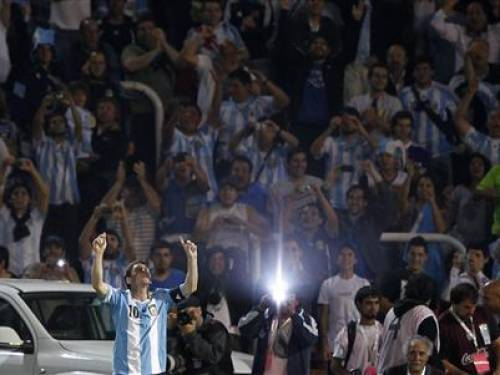 Argentina's Lionel Messi celebrates after scoring against Uruguay during their 2014 World Cup qualifying soccer match in Mendoza October 12, 2012. REUTERS/Marcos Brindicci