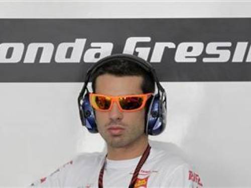 Honda MotoGP rider Marco Melandri of Italy puts on his headset during a practice session at the Sepang circuit outside Kuala Lumpur October 8, 2010. REUTERS/Bazuki Muhammad