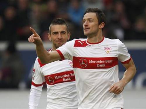 VfB Stuttgart's Christian Gentner (R) celebrates next to team mate Vedad Ibisevic after scoring a goal during their German first division Bundesliga soccer match against Eintracht Frankfurt in Stuttgart October 28, 2012. REUTERS/Lisi Niesner
