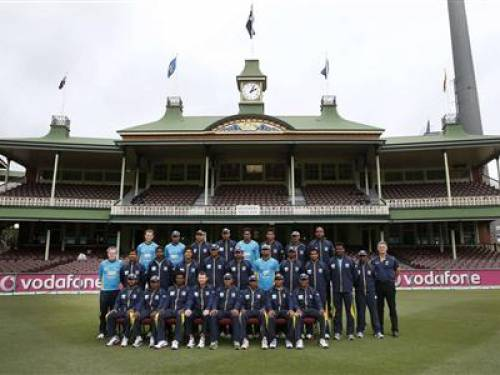 Sri Lanka's test cricket team pose for a photo in front of the member's stand at the Sydney Cricket Ground January 2, 2013. The third test match between Australia and Sri Lanka begins in Sydney on Thursday. REUTERS/Tim Wimborne