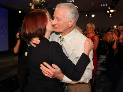 Prime Minister Julia Gillard embracing her father John after launching the Australian Labor Party campaign at the Convention Centre in Brisbane in 2010. (File: AAP)