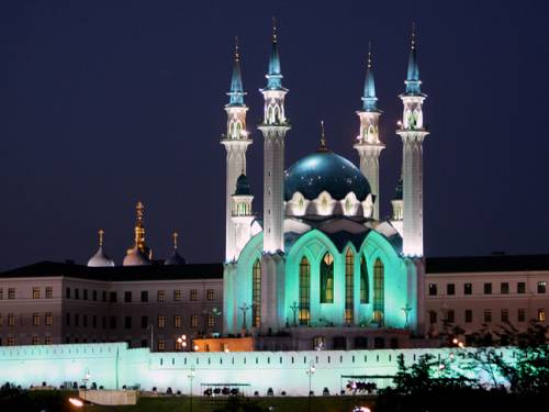 The Kul Sharif mosque and Church of the Annunciation in Kazan, the ancient capital of Tatarstan. The city is presented as a showcase for Muslim-Christian cohabitation. (Getty)