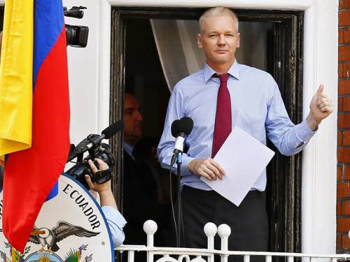 Ecuador is considering asking Britain to authorise the transfer of WikiLeaks founder Julian Assange to its embassy in Sweden. (SBS)