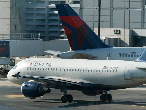 Needles were found in sandwiches on four Delta Air Lines. (AAP)