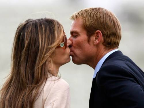 Shane Warne and model Liz Hurley are reported to be engaged after the legendary Australian spin bowler proposed in a restaurant in Scotland. (AAP)