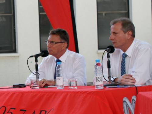 Northern Territory Chief Minister Paul Henderson (right) and Country Liberal Party leader Terry Mills at an election debate in Darwin. (AAP)