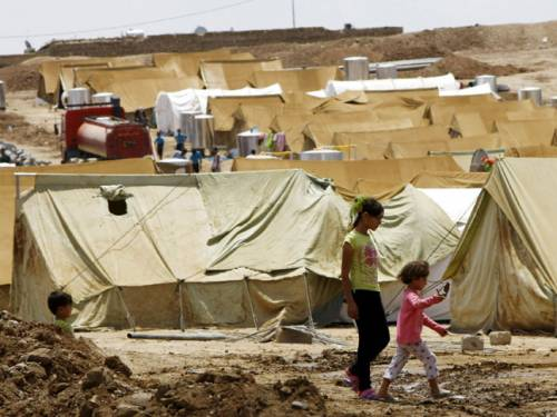 Just six years after more than a million Iraqi refugees fled to Syria to escape bloodshed in their own country, thousands are now crossing the border in the opposite direction. (Getty Images)