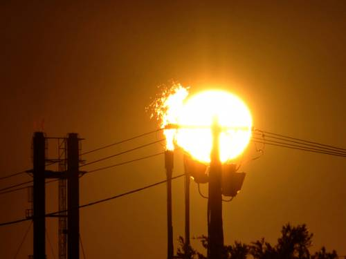 The carbon tax will start on July 1, 2012, and apply to 500 emitters. (AAP)