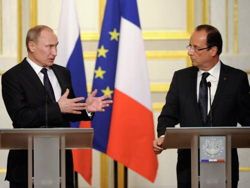 Russia's President Vladimir Putin and French President Francois Hollande hold a press conference on the situation in Syria. (AAP)