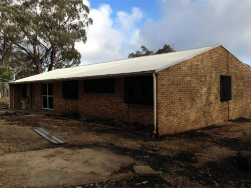 Parts of the Siding Spring Observatory have been damaged by the same fire that has claimed 12 homes in northern NSW. (Image: NSW RFS)