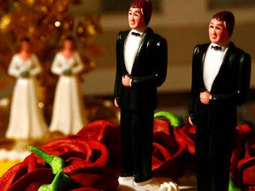 The ACT government is set to reintroduce laws legalising civil unions. (AAP)